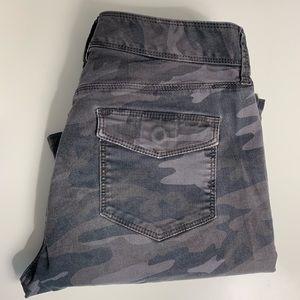 Loft Pants Size 2 Gray Camo Skinny Leg